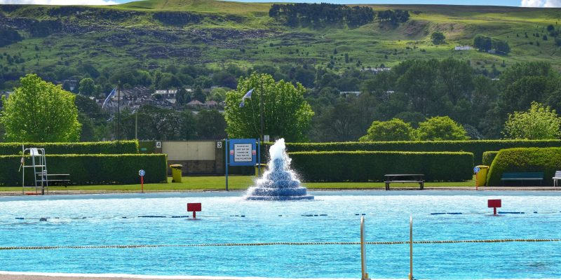 Wide view of Ilkley Lido